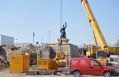 II LINIA METRA – pomnik SYRENKI